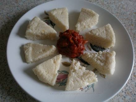 Tomato gojju with idli segments